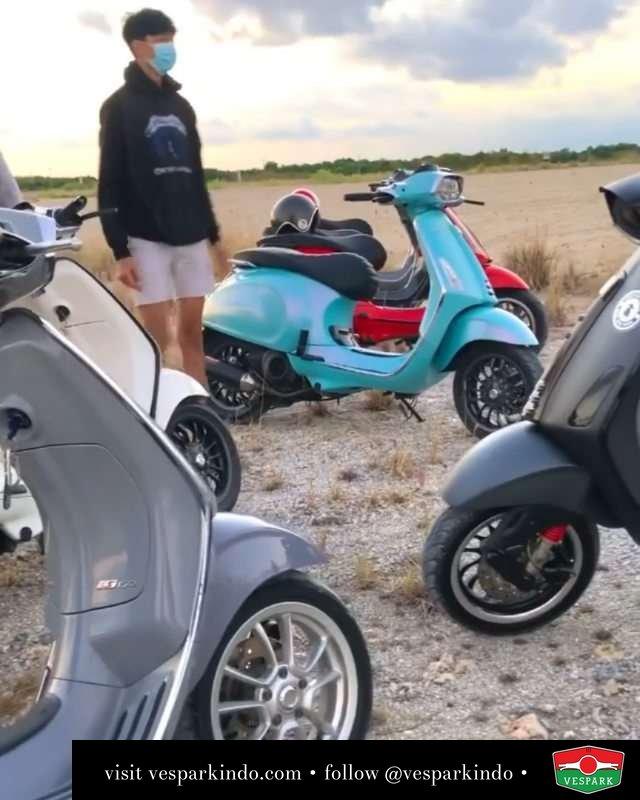 Nyoride   Live More Ride Vespa Saatnya anda miliki scooter matic legendaris Vespa!  Tersedia penawaran leasing/kredit menarik untuk semua tipe Vespa. Cek info di web, link di bio  Hubungi dealer resmi Vespark Piaggio Vespa Medan Sumut @vesparkindo untuk pesanan Medan, Aceh, Riau dan Sumut Dealer tetap buka selama liburan silakan WA 0815-21-595959 untuk appointment, jam buka dan DM utk brosur terbaru  Kunjungi: VESPARK: Piaggio Vespa 3S ShowPark Jln Prof HM Yamin No.16A (simpang Jln Jawa)  Medan Telp. 061-456-5454 Cek IG @vesparkindo  @bebluescoot_