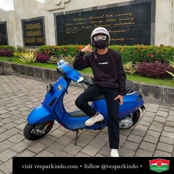 Call me  Live More Ride Vespa Saatnya anda miliki scooter matic legendaris Vespa!  Geser untuk lihat genuine aksesoris Vespa @vesparkindo dan lihat sorotan utk paket promo aksesoris   Tersedia penawaran leasing/kredit menarik untuk semua tipe Vespa. Cek info di web, link di bio  Hubungi dealer resmi Vespark Piaggio Vespa Medan Sumut @vesparkindo untuk pesanan Medan, Aceh, Riau dan Sumut Dealer tetap buka selama liburan silakan WA 0815-21-595959 untuk appointment, jam buka dan DM utk brosur terbaru  Kunjungi: VESPARK: Piaggio Vespa 3S ShowPark Jln Prof HM Yamin No.16A (simpang Jln Jawa)  Medan Telp. 061-456-5454 Cek IG @vesparkindo   @arlongscoot