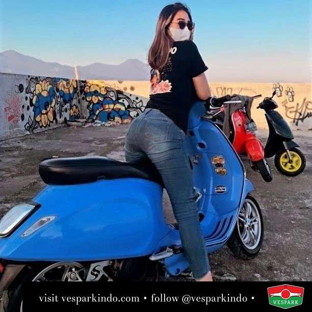 Don't be blue Ride blue  Live More Ride Vespa Saatnya anda miliki scooter matic legendaris Vespa!  Geser untuk lihat genuine aksesoris Vespa @vesparkindo dan lihat sorotan utk paket promo aksesoris   Tersedia penawaran leasing/kredit menarik untuk semua tipe Vespa. Cek info di web, link di bio  Hubungi dealer resmi Vespark Piaggio Vespa Medan Sumut @vesparkindo untuk pesanan Medan, Aceh, Riau dan Sumut Dealer tetap buka selama liburan silakan WA 0815-21-595959 untuk appointment, jam buka dan DM utk brosur terbaru  Kunjungi: VESPARK: Piaggio Vespa 3S ShowPark Jln Prof HM Yamin No.16A (simpang Jln Jawa)  Medan Telp. 061-456-5454 Cek IG @vesparkindo   @shifashaniaa