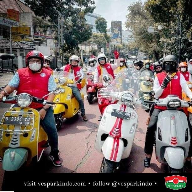 Every turn there's happiness with Vespa  Live More Ride Vespa Saatnya anda miliki scooter matic legendaris Vespa!  Geser untuk lihat genuine aksesoris Vespa @vesparkindo dan lihat sorotan utk paket promo aksesoris   Tersedia penawaran leasing/kredit menarik untuk semua tipe Vespa. Cek info di web, link di bio  Hubungi dealer resmi Vespark Piaggio Vespa Medan Sumut @vesparkindo untuk pesanan Medan, Aceh, Riau dan Sumut Dealer tetap buka selama liburan silakan WA 0815-21-595959 untuk appointment, jam buka dan DM utk brosur terbaru  Kunjungi: VESPARK: Piaggio Vespa 3S ShowPark Jln Prof HM Yamin No.16A (simpang Jln Jawa)  Medan Telp. 061-456-5454 Cek IG @vesparkindo   Feature @veslin.id