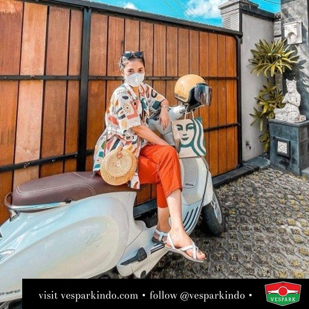 Holiday with Vespa  Live More Ride Vespa Saatnya anda miliki scooter matic legendaris Vespa!  Geser untuk lihat genuine aksesoris Vespa @vesparkindo dan lihat sorotan utk paket promo aksesoris   Tersedia penawaran leasing/kredit menarik untuk semua tipe Vespa. Cek info di web, link di bio  Hubungi dealer resmi Vespark Piaggio Vespa Medan Sumut @vesparkindo untuk pesanan Medan, Aceh, Riau dan Sumut Dealer tetap buka selama liburan silakan WA 0815-21-595959 untuk appointment, jam buka dan DM utk brosur terbaru  Kunjungi: VESPARK: Piaggio Vespa 3S ShowPark Jln Prof HM Yamin No.16A (simpang Jln Jawa)  Medan Telp. 061-456-5454 Cek IG @vesparkindo    @srsyahri_