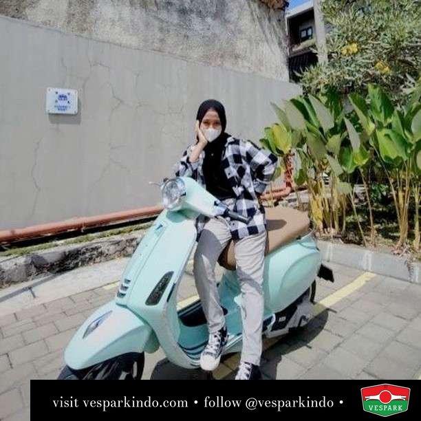Jangan lupa jemur untuk meningkat imun tubuh dengan Vespa  Live More Ride Vespa Saatnya anda miliki scooter matic legendaris Vespa!  Geser untuk lihat genuine aksesoris Vespa @vesparkindo dan lihat sorotan utk paket promo aksesoris   Tersedia penawaran leasing/kredit menarik untuk semua tipe Vespa. Cek info di web, link di bio  Hubungi dealer resmi Vespark Piaggio Vespa Medan Sumut @vesparkindo untuk pesanan Medan, Aceh, Riau dan Sumut Dealer tetap buka selama liburan silakan WA 0815-21-595959 untuk appointment, jam buka dan DM utk brosur terbaru  Kunjungi: VESPARK: Piaggio Vespa 3S ShowPark Jln Prof HM Yamin No.16A (simpang Jln Jawa)  Medan Telp. 061-456-5454 Cek IG @vesparkindo   @heirinz_04
