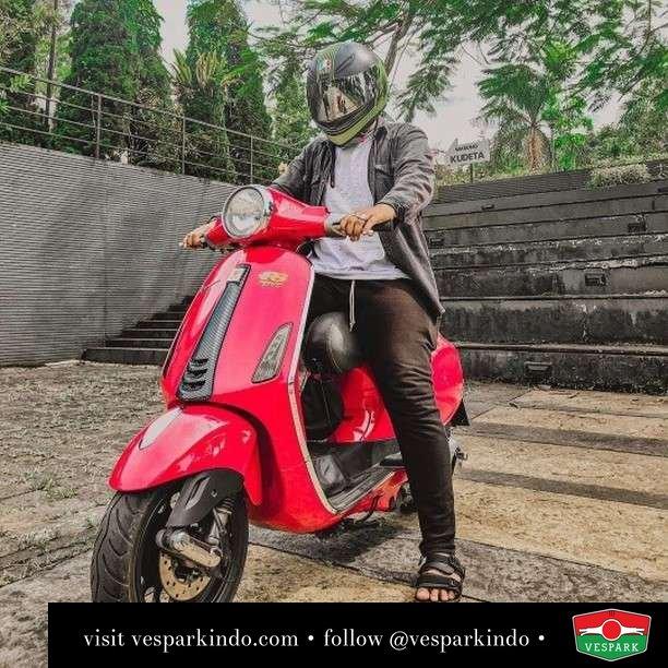 Mau bonceng depan atau belakang?  Live More Ride Vespa Saatnya anda miliki scooter matic legendaris Vespa!  Geser untuk lihat genuine aksesoris Vespa @vesparkindo dan lihat sorotan utk paket promo aksesoris   Tersedia penawaran leasing/kredit menarik untuk semua tipe Vespa. Cek info di web, link di bio  Hubungi dealer resmi Vespark Piaggio Vespa Medan Sumut @vesparkindo untuk pesanan Medan, Aceh, Riau dan Sumut Dealer tetap buka selama liburan silakan WA 0815-21-595959 untuk appointment, jam buka dan DM utk brosur terbaru  Kunjungi: VESPARK: Piaggio Vespa 3S ShowPark Jln Prof HM Yamin No.16A (simpang Jln Jawa)  Medan Telp. 061-456-5454 Cek IG @vesparkindo   feature @dimastj07