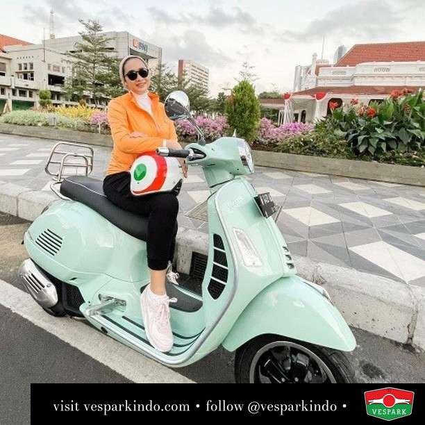 Relax with new relax Green Vespa GTS  Live More Ride Vespa Saatnya anda miliki scooter matic legendaris Vespa!  Geser untuk lihat genuine aksesoris Vespa @vesparkindo dan lihat sorotan utk paket promo aksesoris   Tersedia penawaran leasing/kredit menarik untuk semua tipe Vespa. Cek info di web, link di bio  Hubungi dealer resmi Vespark Piaggio Vespa Medan Sumut @vesparkindo untuk pesanan Medan, Aceh, Riau dan Sumut Dealer tetap buka selama liburan silakan WA 0815-21-595959 untuk appointment, jam buka dan DM utk brosur terbaru  Kunjungi: VESPARK: Piaggio Vespa 3S ShowPark Jln Prof HM Yamin No.16A (simpang Jln Jawa)  Medan Telp. 061-456-5454 Cek IG @vesparkindo    @mrs.diah_kartika