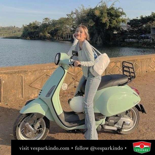 Relaxing Green  Live More Ride Vespa Saatnya anda miliki scooter matic legendaris Vespa!  Geser untuk lihat genuine aksesoris Vespa @vesparkindo dan lihat sorotan utk paket promo aksesoris   Tersedia penawaran leasing/kredit menarik untuk semua tipe Vespa. Cek info di web, link di bio  Hubungi dealer resmi Vespark Piaggio Vespa Medan Sumut @vesparkindo untuk pesanan Medan, Aceh, Riau dan Sumut Dealer tetap buka selama liburan silakan WA 0815-21-595959 untuk appointment, jam buka dan DM utk brosur terbaru  Kunjungi: VESPARK: Piaggio Vespa 3S ShowPark Jln Prof HM Yamin No.16A (simpang Jln Jawa)  Medan Telp. 061-456-5454 Cek IG @vesparkindo   @ngocvelyo_o