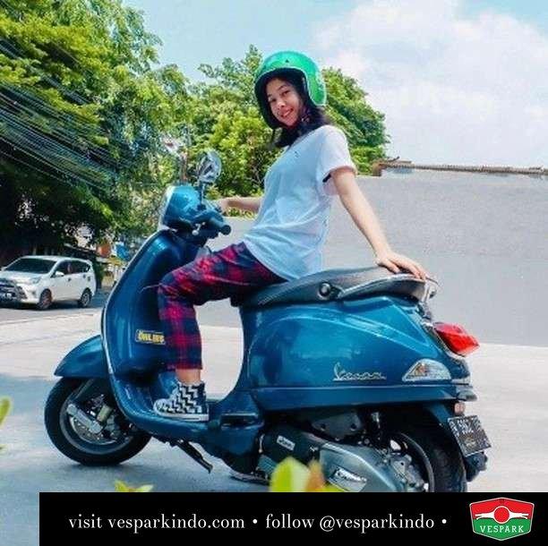 Ride with me  Live More Ride Vespa Saatnya anda miliki scooter matic legendaris Vespa!  Geser untuk lihat genuine aksesoris Vespa @vesparkindo dan lihat sorotan utk paket promo aksesoris   Tersedia penawaran leasing/kredit menarik untuk semua tipe Vespa. Cek info di web, link di bio  Hubungi dealer resmi Vespark Piaggio Vespa Medan Sumut @vesparkindo untuk pesanan Medan, Aceh, Riau dan Sumut Dealer tetap buka selama liburan silakan WA 0815-21-595959 untuk appointment, jam buka dan DM utk brosur terbaru  Kunjungi: VESPARK: Piaggio Vespa 3S ShowPark Jln Prof HM Yamin No.16A (simpang Jln Jawa)  Medan Telp. 061-456-5454 Cek IG @vesparkindo   @ilsyassr