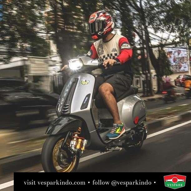 Ride your own style  Live More Ride Vespa Saatnya anda miliki scooter matic legendaris Vespa!  Geser untuk lihat genuine aksesoris Vespa @vesparkindo dan lihat sorotan utk paket promo aksesoris   Tersedia penawaran leasing/kredit menarik untuk semua tipe Vespa. Cek info di web, link di bio  Hubungi dealer resmi Vespark Piaggio Vespa Medan Sumut @vesparkindo untuk pesanan Medan, Aceh, Riau dan Sumut Dealer tetap buka selama liburan silakan WA 0815-21-595959 untuk appointment, jam buka dan DM utk brosur terbaru  Kunjungi: VESPARK: Piaggio Vespa 3S ShowPark Jln Prof HM Yamin No.16A (simpang Jln Jawa)  Medan Telp. 061-456-5454 Cek IG @vesparkindo   feature @hasanudi_ @erapeproject @punpunxsayna