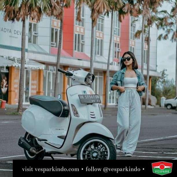 Selamat Hari Kamis buat kamu yang manis  Live More Ride Vespa Saatnya anda miliki scooter matic legendaris Vespa!  Geser untuk lihat genuine aksesoris Vespa @vesparkindo dan lihat sorotan utk paket promo aksesoris   Tersedia penawaran leasing/kredit menarik untuk semua tipe Vespa. Cek info di web, link di bio  Hubungi dealer resmi Vespark Piaggio Vespa Medan Sumut @vesparkindo untuk pesanan Medan, Aceh, Riau dan Sumut Dealer tetap buka selama liburan silakan WA 0815-21-595959 untuk appointment, jam buka dan DM utk brosur terbaru  Kunjungi: VESPARK: Piaggio Vespa 3S ShowPark Jln Prof HM Yamin No.16A (simpang Jln Jawa)  Medan Telp. 061-456-5454 Cek IG @vesparkindo   @orangeflash_