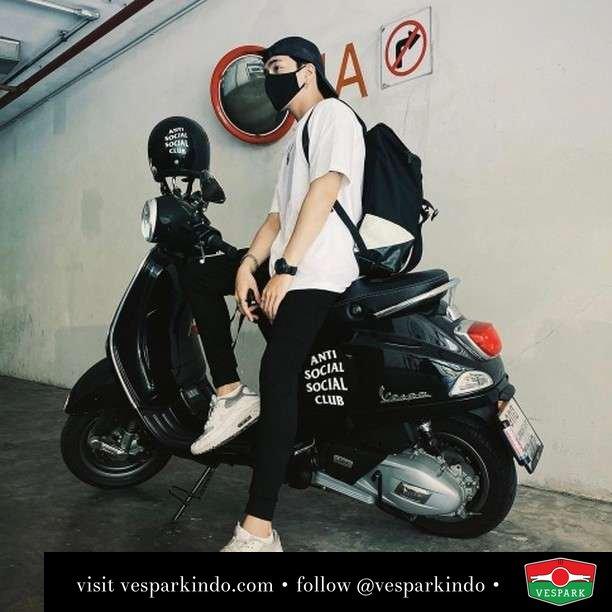 Vespa Vespa Club  Live More Ride Vespa Saatnya anda miliki scooter matic legendaris Vespa!  Geser untuk lihat genuine aksesoris Vespa @vesparkindo dan lihat sorotan utk paket promo aksesoris   Tersedia penawaran leasing/kredit menarik untuk semua tipe Vespa. Cek info di web, link di bio  Hubungi dealer resmi Vespark Piaggio Vespa Medan Sumut @vesparkindo untuk pesanan Medan, Aceh, Riau dan Sumut Dealer tetap buka selama liburan silakan WA 0815-21-595959 untuk appointment, jam buka dan DM utk brosur terbaru  Kunjungi: VESPARK: Piaggio Vespa 3S ShowPark Jln Prof HM Yamin No.16A (simpang Jln Jawa)  Medan Telp. 061-456-5454 Cek IG @vesparkindo   @popperchn