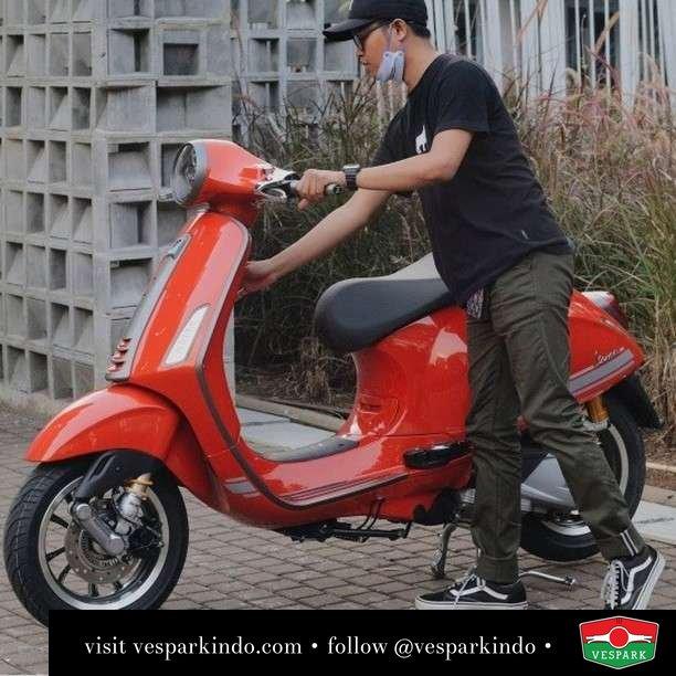 Always Ride  Live More Ride Vespa Saatnya anda miliki scooter matic legendaris Vespa!  Geser untuk lihat genuine aksesoris Vespa @vesparkindo dan lihat sorotan utk paket promo aksesoris   Tersedia penawaran leasing/kredit menarik untuk semua tipe Vespa. Cek info di web, link di bio  Hubungi dealer resmi Vespark Piaggio Vespa Medan Sumut @vesparkindo untuk pesanan Medan, Aceh, Riau dan Sumut Dealer tetap buka selama liburan silakan WA 0815-21-595959 untuk appointment, jam buka dan DM utk brosur terbaru  Kunjungi: VESPARK: Piaggio Vespa 3S ShowPark Jln Prof HM Yamin No.16A (simpang Jln Jawa)  Medan Telp. 061-456-5454 Cek IG @vesparkindo   feature @adityaekap22