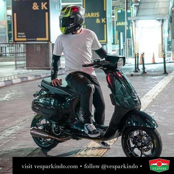 Black Vespa S   Live More Ride Vespa Saatnya anda miliki scooter matic legendaris Vespa!  Geser untuk lihat Vespa S terbaru dan genuine aksesoris Vespa @vesparkindo dan lihat sorotan utk paket promo aksesoris   Tersedia penawaran leasing/kredit menarik untuk semua tipe Vespa. Cek info di web, link di bio  Hubungi dealer resmi Vespark Piaggio Vespa Medan Sumut @vesparkindo untuk pesanan Medan, Aceh, Riau dan Sumut Dealer tetap buka selama liburan silakan WA 0815-21-595959 untuk appointment, jam buka dan DM utk brosur terbaru  Kunjungi: VESPARK: Piaggio Vespa 3S ShowPark Jln Prof HM Yamin No.16A (simpang Jln Jawa)  Medan Telp. 061-456-5454 Cek IG @vesparkindo    Feature @winduardiyansah
