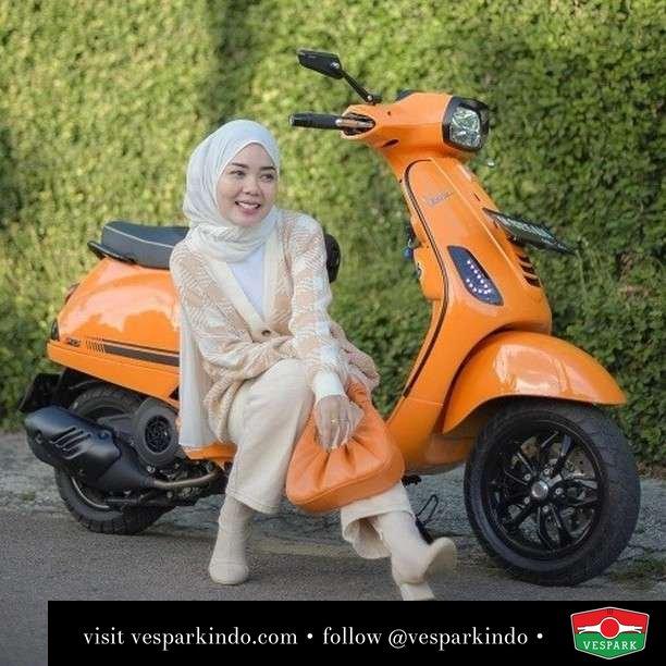 Orange   Live More Ride Vespa Saatnya anda miliki scooter matic legendaris Vespa!  Geser untuk lihat Vespa S terbaru dan genuine aksesoris Vespa @vesparkindo dan lihat sorotan utk paket promo aksesoris   Tersedia penawaran leasing/kredit menarik untuk semua tipe Vespa. Cek info di web, link di bio  Hubungi dealer resmi Vespark Piaggio Vespa Medan Sumut @vesparkindo untuk pesanan Medan, Aceh, Riau dan Sumut Dealer tetap buka selama liburan silakan WA 0815-21-595959 untuk appointment, jam buka dan DM utk brosur terbaru  Kunjungi: VESPARK: Piaggio Vespa 3S ShowPark Jln Prof HM Yamin No.16A (simpang Jln Jawa)  Medan Telp. 061-456-5454 Cek IG @vesparkindo   . feature @tytyarmi