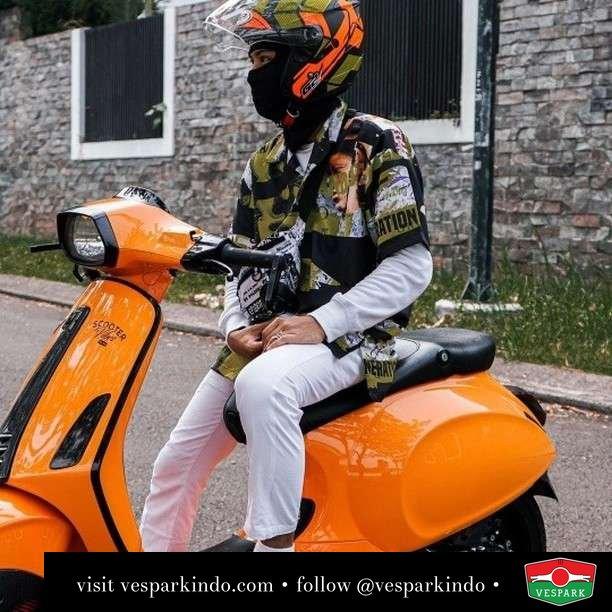Orange Vespa Sprint  Live More Ride Vespa Saatnya anda miliki scooter matic legendaris Vespa!  Geser untuk lihat genuine aksesoris Vespa @vesparkindo dan lihat sorotan utk paket promo aksesoris   Tersedia penawaran leasing/kredit menarik untuk semua tipe Vespa. Cek info di web, link di bio  Hubungi dealer resmi Vespark Piaggio Vespa Medan Sumut @vesparkindo untuk pesanan Medan, Aceh, Riau dan Sumut Dealer tetap buka selama liburan silakan WA 0815-21-595959 untuk appointment, jam buka dan DM utk brosur terbaru  Kunjungi: VESPARK: Piaggio Vespa 3S ShowPark Jln Prof HM Yamin No.16A (simpang Jln Jawa)  Medan Telp. 061-456-5454 Cek IG @vesparkindo   feature @sasaa.vintagedivision