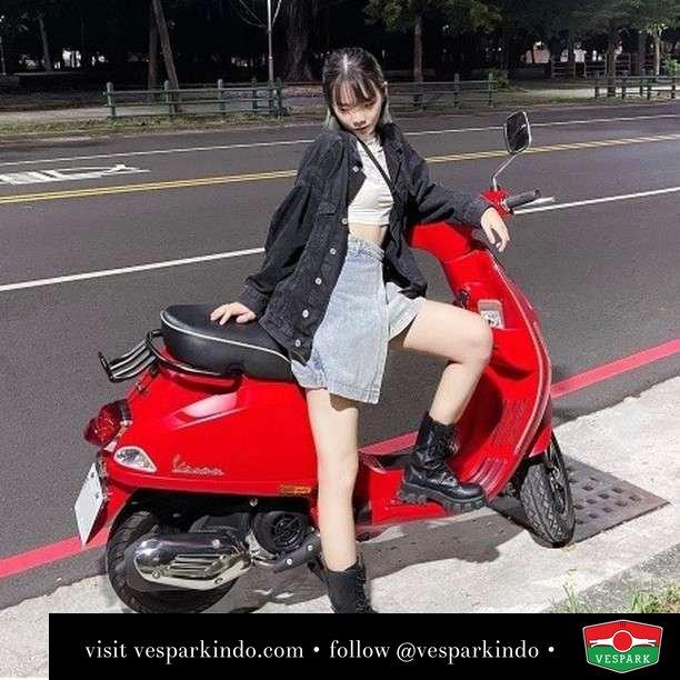 Red hot Vespa  Live More Ride Vespa Saatnya anda miliki scooter matic legendaris Vespa!  Geser untuk lihat Vespa S terbaru dan genuine aksesoris Vespa @vesparkindo dan lihat sorotan utk paket promo aksesoris   Tersedia penawaran leasing/kredit menarik untuk semua tipe Vespa. Cek info di web, link di bio  Hubungi dealer resmi Vespark Piaggio Vespa Medan Sumut @vesparkindo untuk pesanan Medan, Aceh, Riau dan Sumut Dealer tetap buka selama liburan silakan WA 0815-21-595959 untuk appointment, jam buka dan DM utk brosur terbaru  Kunjungi: VESPARK: Piaggio Vespa 3S ShowPark Jln Prof HM Yamin No.16A (simpang Jln Jawa)  Medan Telp. 061-456-5454 Cek IG @vesparkindo    feature @beealis0n