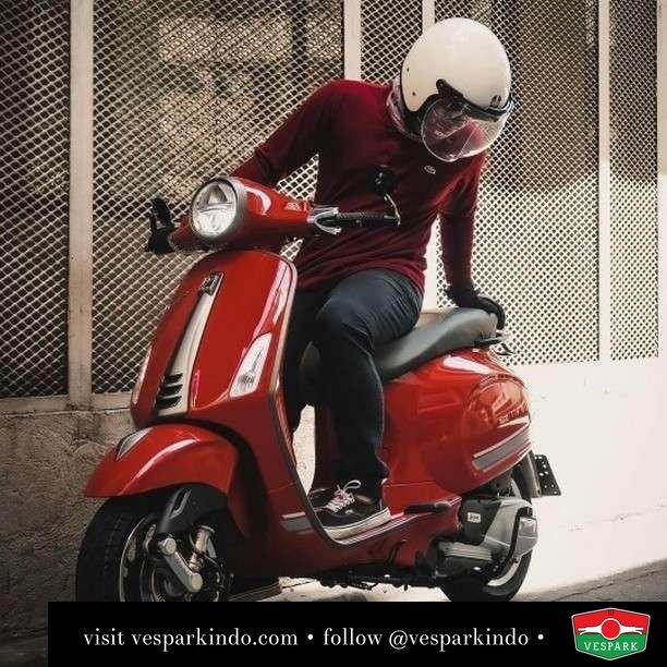 Red hot Vespa Primavera   Live More Ride Vespa Saatnya anda miliki scooter matic legendaris Vespa!  Geser untuk lihat genuine aksesoris Vespa @vesparkindo dan lihat sorotan utk paket promo aksesoris   Tersedia penawaran leasing/kredit menarik untuk semua tipe Vespa. Cek info di web, link di bio  Hubungi dealer resmi Vespark Piaggio Vespa Medan Sumut @vesparkindo untuk pesanan Medan, Aceh, Riau dan Sumut Dealer tetap buka selama liburan silakan WA 0815-21-595959 untuk appointment, jam buka dan DM utk brosur terbaru  Kunjungi: VESPARK: Piaggio Vespa 3S ShowPark Jln Prof HM Yamin No.16A (simpang Jln Jawa)  Medan Telp. 061-456-5454 Cek IG @vesparkindo