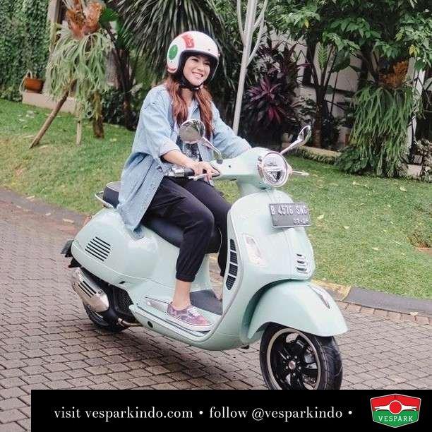 Relax with Vespa GTS new relax Green, sweet but sporty  Live More Ride Vespa Saatnya anda miliki scooter matic legendaris Vespa!  Geser untuk lihat genuine aksesoris Vespa @vesparkindo dan lihat sorotan utk paket promo aksesoris   Tersedia penawaran leasing/kredit menarik untuk semua tipe Vespa. Cek info di web, link di bio  Hubungi dealer resmi Vespark Piaggio Vespa Medan Sumut @vesparkindo untuk pesanan Medan, Aceh, Riau dan Sumut Dealer tetap buka selama liburan silakan WA 0815-21-595959 untuk appointment, jam buka dan DM utk brosur terbaru  Kunjungi: VESPARK: Piaggio Vespa 3S ShowPark Jln Prof HM Yamin No.16A (simpang Jln Jawa)  Medan Telp. 061-456-5454 Cek IG @vesparkindo   feature @fakhranaaa
