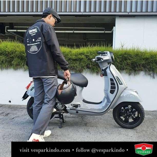 Sharing happiness with Vespa   Live More Ride Vespa Saatnya anda miliki scooter matic legendaris Vespa!  Geser untuk lihat genuine aksesoris Vespa @vesparkindo dan lihat sorotan utk paket promo aksesoris   Tersedia penawaran leasing/kredit menarik untuk semua tipe Vespa. Cek info di web, link di bio  Hubungi dealer resmi Vespark Piaggio Vespa Medan Sumut @vesparkindo untuk pesanan Medan, Aceh, Riau dan Sumut Dealer tetap buka selama liburan silakan WA 0815-21-595959 untuk appointment, jam buka dan DM utk brosur terbaru  Kunjungi: VESPARK: Piaggio Vespa 3S ShowPark Jln Prof HM Yamin No.16A (simpang Jln Jawa)  Medan Telp. 061-456-5454 Cek IG @vesparkindo   @fdlyndry
