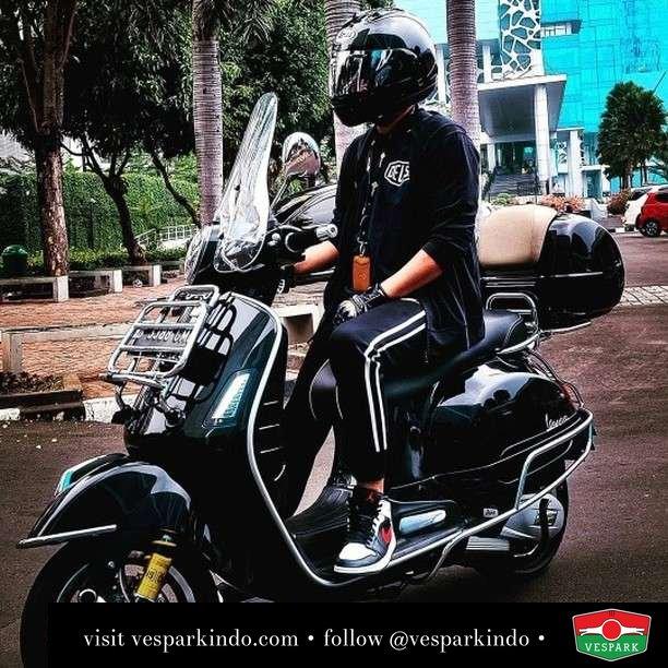 Vespa GTS black masterpiece   Live More Ride Vespa Saatnya anda miliki scooter matic legendaris Vespa!  Geser untuk lihat genuine aksesoris Vespa @vesparkindo dan lihat sorotan utk paket promo aksesoris   Tersedia penawaran leasing/kredit menarik untuk semua tipe Vespa. Cek info di web, link di bio  Hubungi dealer resmi Vespark Piaggio Vespa Medan Sumut @vesparkindo untuk pesanan Medan, Aceh, Riau dan Sumut Dealer tetap buka selama liburan silakan WA 0815-21-595959 untuk appointment, jam buka dan DM utk brosur terbaru  Kunjungi: VESPARK: Piaggio Vespa 3S ShowPark Jln Prof HM Yamin No.16A (simpang Jln Jawa)  Medan Telp. 061-456-5454 Cek IG @vesparkindo   feature @ekkyoology