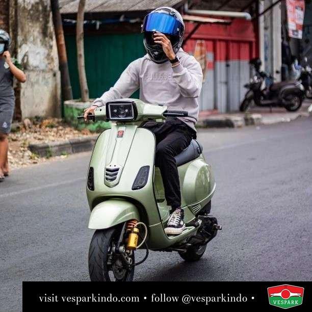 Vespa S custom green   Live More Ride Vespa Saatnya anda miliki scooter matic legendaris Vespa!  Geser untuk lihat Vespa S terbaru dan genuine aksesoris Vespa @vesparkindo dan lihat sorotan utk paket promo aksesoris   Tersedia penawaran leasing/kredit menarik untuk semua tipe Vespa. Cek info di web, link di bio  Hubungi dealer resmi Vespark Piaggio Vespa Medan Sumut @vesparkindo untuk pesanan Medan, Aceh, Riau dan Sumut Dealer tetap buka selama liburan silakan WA 0815-21-595959 untuk appointment, jam buka dan DM utk brosur terbaru  Kunjungi: VESPARK: Piaggio Vespa 3S ShowPark Jln Prof HM Yamin No.16A (simpang Jln Jawa)  Medan Telp. 061-456-5454 Cek IG @vesparkindo   feature @suhandi_08