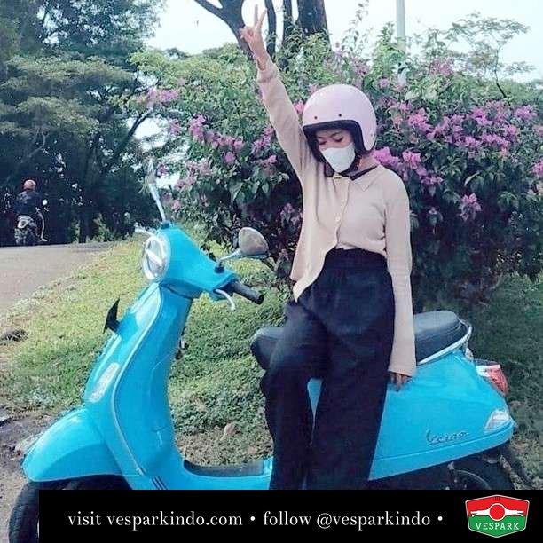 Blue with Vespa LX girl  Live More Ride Vespa Saatnya anda miliki scooter matic legendaris Vespa!  Geser untuk lihat genuine aksesoris Vespa @vesparkindo dan lihat sorotan utk paket promo aksesoris   Tersedia penawaran leasing/kredit menarik untuk semua tipe Vespa. Cek info di web, link di bio  Hubungi dealer resmi Vespark Piaggio Vespa Medan Sumut @vesparkindo untuk pesanan Medan, Aceh, Riau dan Sumut Dealer tetap buka selama liburan silakan WA 0815-21-595959 untuk appointment, jam buka dan DM utk brosur terbaru  Kunjungi: VESPARK: Piaggio Vespa 3S ShowPark Jln Prof HM Yamin No.16A (simpang Jln Jawa)  Medan Telp. 061-456-5454 Cek IG @vesparkindo   feature @gitanursyahfitri