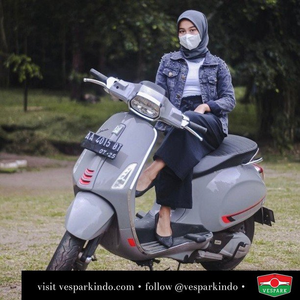 Manis manis Abu, misteri jok belakang  Live More Ride Vespa Saatnya anda miliki scooter matic legendaris Vespa!  Geser untuk lihat genuine aksesoris Vespa @vesparkindo dan lihat sorotan utk paket promo aksesoris   Tersedia penawaran leasing/kredit menarik untuk semua tipe Vespa. Cek info di web, link di bio  Hubungi dealer resmi Vespark Piaggio Vespa Medan Sumut @vesparkindo untuk pesanan Medan, Aceh, Riau dan Sumut Dealer tetap buka selama liburan silakan WA 0815-21-595959 untuk appointment, jam buka dan DM utk brosur terbaru  Kunjungi: VESPARK: Piaggio Vespa 3S ShowPark Jln Prof HM Yamin No.16A (simpang Jln Jawa)  Medan Telp. 061-456-5454 Cek IG @vesparkindo   @uzanadh_