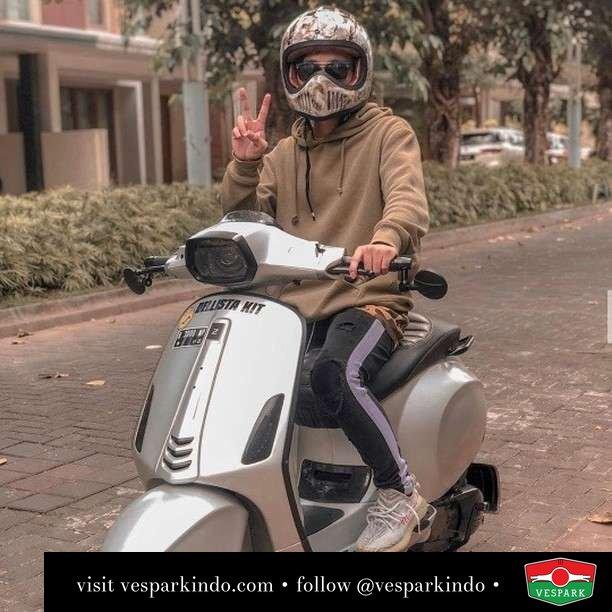 Mr Vespa Sprint Grey   Live More Ride Vespa Saatnya anda miliki scooter matic legendaris Vespa!  Geser untuk lihat genuine aksesoris Vespa @vesparkindo dan lihat sorotan utk paket promo aksesoris   Tersedia penawaran leasing/kredit menarik untuk semua tipe Vespa. Cek info di web, link di bio  Hubungi dealer resmi Vespark Piaggio Vespa Medan Sumut @vesparkindo untuk pesanan Medan, Aceh, Riau dan Sumut Dealer tetap buka selama liburan silakan WA 0815-21-595959 untuk appointment, jam buka dan DM utk brosur terbaru  Kunjungi: VESPARK: Piaggio Vespa 3S ShowPark Jln Prof HM Yamin No.16A (simpang Jln Jawa)  Medan Telp. 061-456-5454 Cek IG @vesparkindo   feature @moventhusiast