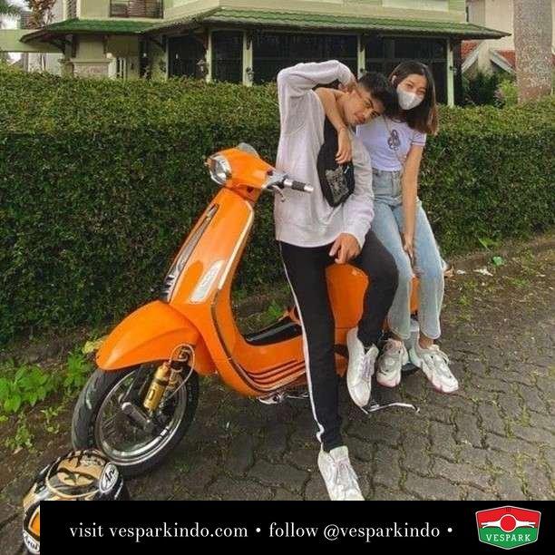 Orange Vespa Sprint   Live More Ride Vespa Saatnya anda miliki scooter matic legendaris Vespa!  Geser untuk lihat genuine aksesoris Vespa @vesparkindo dan lihat sorotan utk paket promo aksesoris   Tersedia penawaran leasing/kredit menarik untuk semua tipe Vespa. Cek info di web, link di bio  Hubungi dealer resmi Vespark Piaggio Vespa Medan Sumut @vesparkindo untuk pesanan Medan, Aceh, Riau dan Sumut Dealer tetap buka selama liburan silakan WA 0815-21-595959 untuk appointment, jam buka dan DM utk brosur terbaru  Kunjungi: VESPARK: Piaggio Vespa 3S ShowPark Jln Prof HM Yamin No.16A (simpang Jln Jawa)  Medan Telp. 061-456-5454 Cek IG @vesparkindo   feature @slmahrvny
