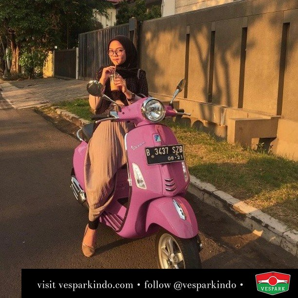 Rasanya manis manis  Live More Ride Vespa Saatnya anda miliki scooter matic legendaris Vespa!  Geser untuk lihat genuine aksesoris Vespa @vesparkindo dan lihat sorotan utk paket promo aksesoris   Tersedia penawaran leasing/kredit menarik untuk semua tipe Vespa. Cek info di web, link di bio  Hubungi dealer resmi Vespark Piaggio Vespa Medan Sumut @vesparkindo untuk pesanan Medan, Aceh, Riau dan Sumut Dealer tetap buka selama liburan silakan WA 0815-21-595959 untuk appointment, jam buka dan DM utk brosur terbaru  Kunjungi: VESPARK: Piaggio Vespa 3S ShowPark Jln Prof HM Yamin No.16A (simpang Jln Jawa)  Medan Telp. 061-456-5454 Cek IG @vesparkindo   @deanoseee