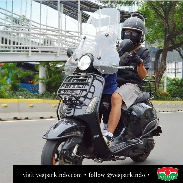 Stay young and alert with Vespa Primavera with accessories   Live More Ride Vespa Saatnya anda miliki scooter matic legendaris Vespa!  Geser untuk lihat genuine aksesoris Vespa @vesparkindo dan lihat sorotan utk paket promo aksesoris   Tersedia penawaran leasing/kredit menarik untuk semua tipe Vespa. Cek info di web, link di bio  Hubungi dealer resmi Vespark Piaggio Vespa Medan Sumut @vesparkindo untuk pesanan Medan, Aceh, Riau dan Sumut Dealer tetap buka selama liburan silakan WA 0815-21-595959 untuk appointment, jam buka dan DM utk brosur terbaru  Kunjungi: VESPARK: Piaggio Vespa 3S ShowPark Jln Prof HM Yamin No.16A (simpang Jln Jawa)  Medan Telp. 061-456-5454 Cek IG @vesparkindo   feature @rob.juruvespa