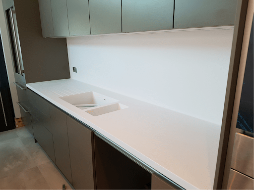 corian material coved between counter and backspalsh