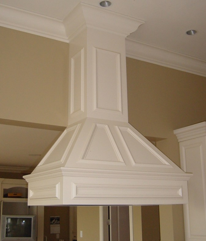 Island hood with panel mould detail