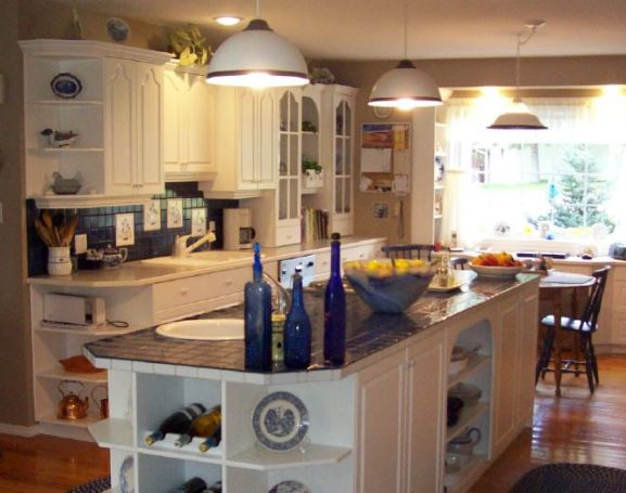 French Country kitchen in white