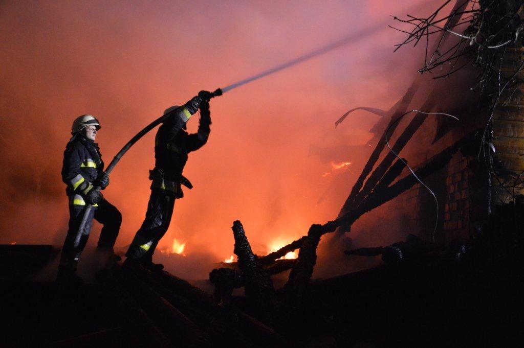 ДержНС: УДніпрі унаслідок пожежі вигорів ресторанний комплекс