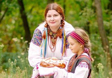 Воспоминания об историческом прошлом: жительница Днепра коллекционирует старинную одежду