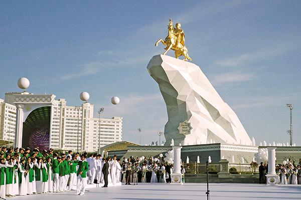 Туркменские чиновники получили по «строгачу»