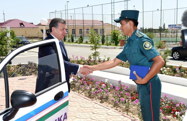 За что узбекским милиционерам повысят зарплату