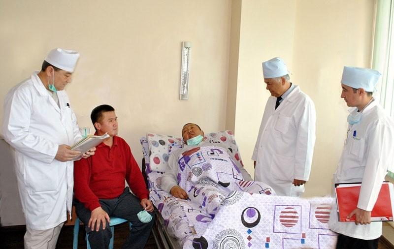 Узбекского врача пырнули ножом после неудачной операции
