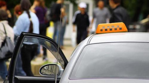 В Коканде таксисту угрожали заточенной отверткой