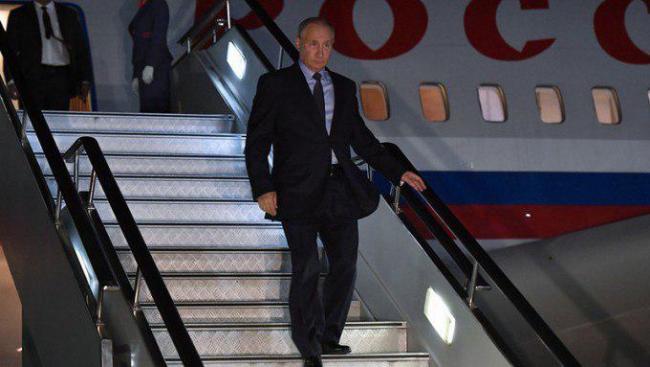 Путин прибыл в ночной Ташкент