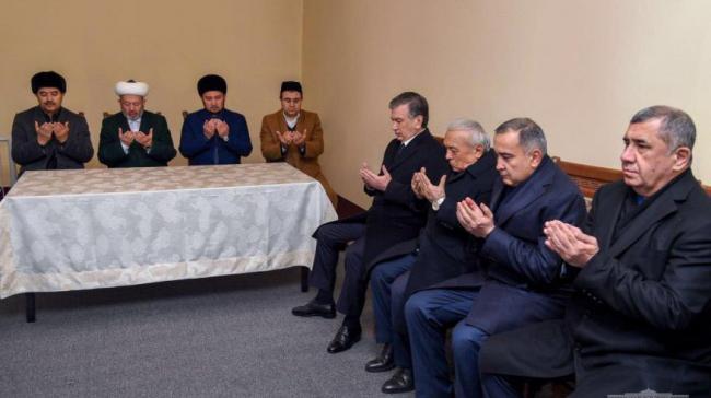 Мирзиеев простился с бывшим министром торговли