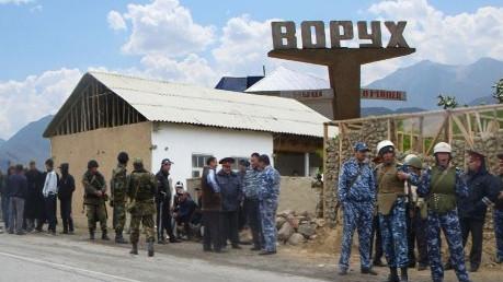 Один убит, 20 ранены: таджики и киргизы не поделили дорогу