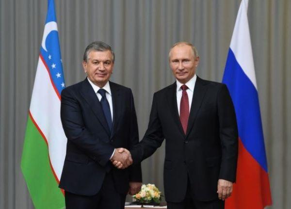 Кремль: Владимир Путин поздравил Шавката Мирзиёева