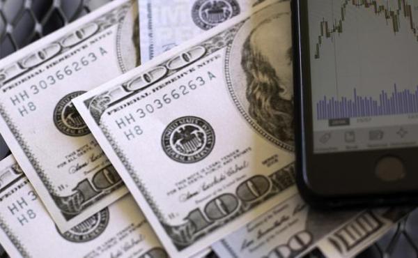 Доллар переполз за 9600 сумов