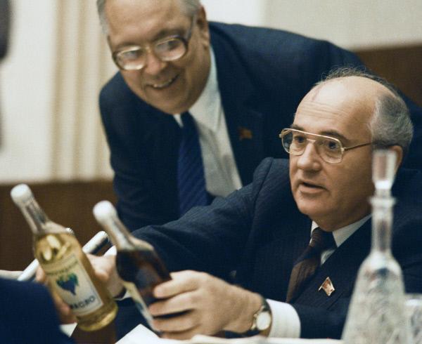 Горбачев нашел способ борьбы с запоями