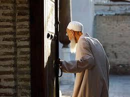 Комиссию за «обнал» с «пластика» снизят пенсионерам в Узбекистане