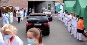 Премьер-министру медики устроили «коридор позора» в Бельгии