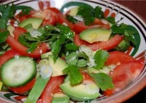 Огурцово-помидорный салат: опасно для здоровья!