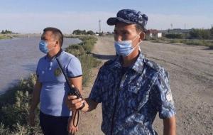 Участковый спас тонущего нукусца из канала
