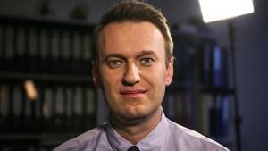 В Омске госпитализированного без сознания Алексея Навального подключили к аппарату ИВЛ