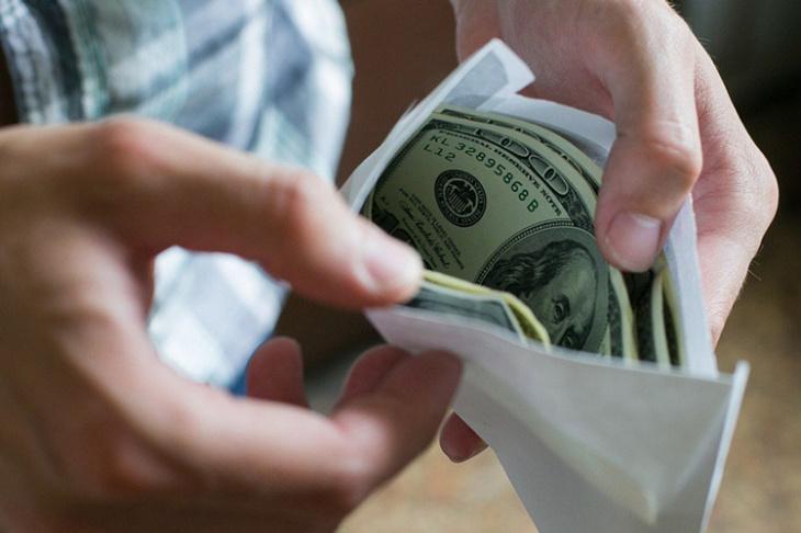 Чиновник в Сурхандарье «попросил» с предпринимателя $ 200